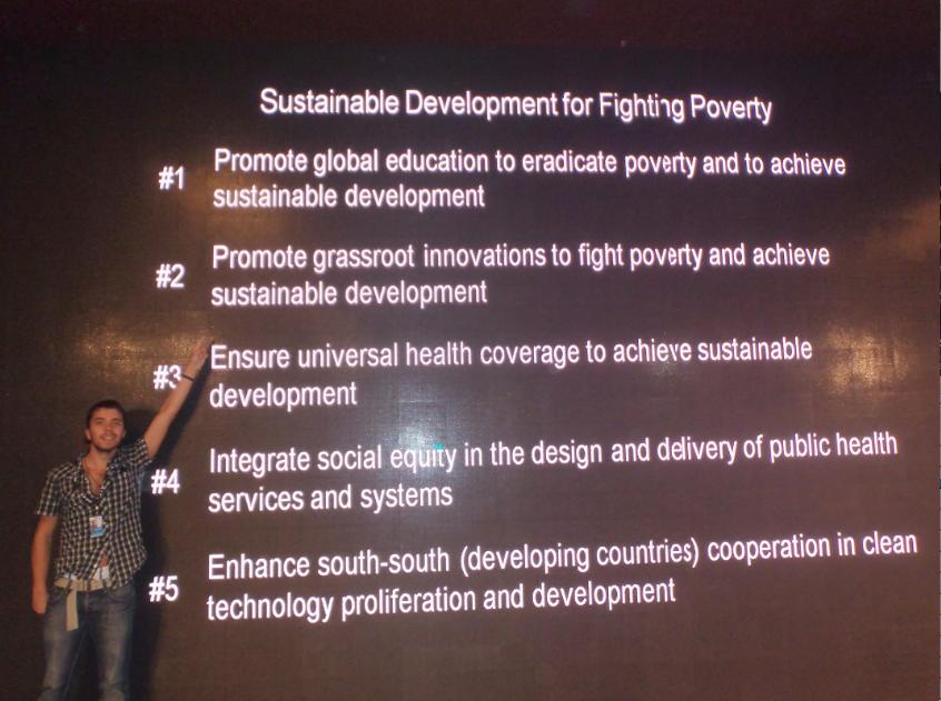 Javier Collado promocionando la Educación Global en Rio+20